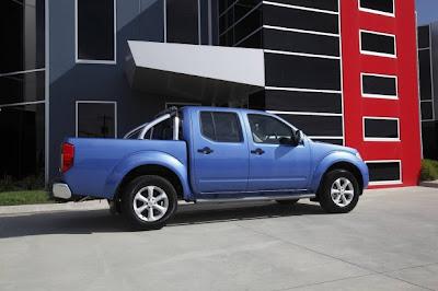 2010 Nissan Navara ST-X Side Angle View