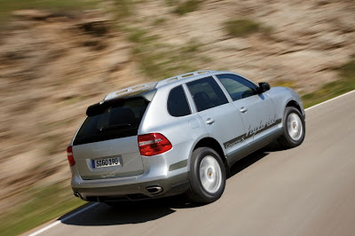 2011 Porsche Cayenne S Hybrid Rear Side View