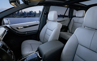 2011 Mercedes-Benz R-Class Front Seats Photo