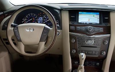 2011 Infiniti QX56 Cockpit