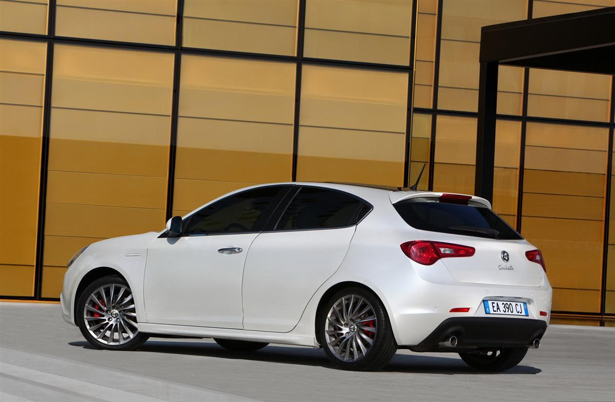 http://1.bp.blogspot.com/_J3_liDBfbvs/S8iJa-WPd7I/AAAAAAAAnJs/5abgSElhukE/s1600/2011-Alfa-Romeo-Giulietta-Rear-Side-View.jpg