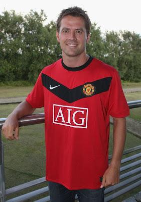 Michael Owen MU Football Player
