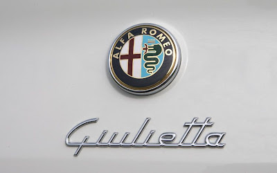 2011 Alfa Romeo Giulietta Badge View