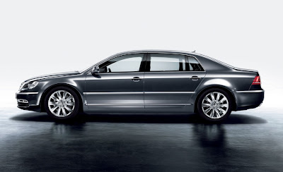 2011 Volkswagen Phaeton Side View