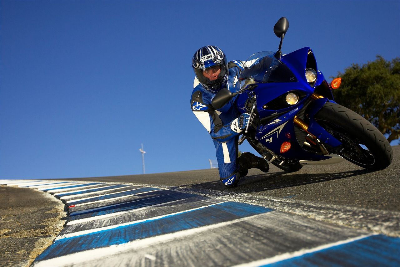 2010 Yamaha YZF-R1 Official Pictures