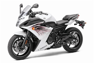 2010 Yamaha FZ6R White Edition