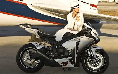 2010 Honda CBR1000RR Fireblade Sexy Babe