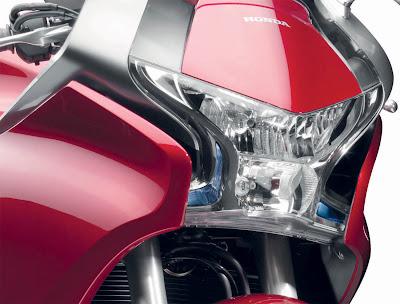 2010 Honda VFR1200F Picture Headlight