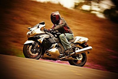 2010 Kawasaki Ninja ZX-14 Action