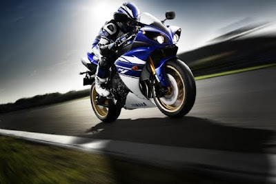 2010 Yamaha YZF-R1 Action View