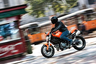 2010 Ducati Monster 696 Action