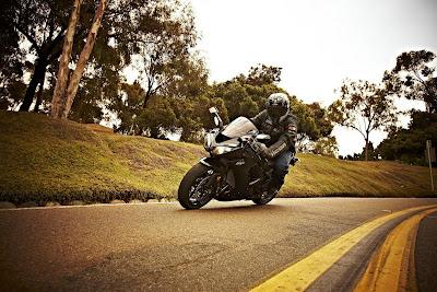 2010 Kawasaki Ninja ZX-10R Test Road