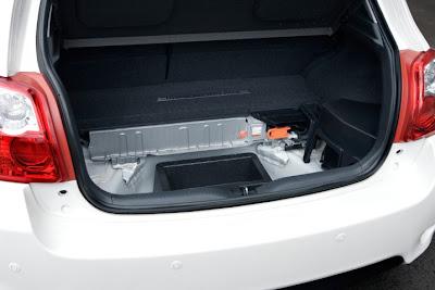 2011 Toyota Auris Hybrid Trunk View
