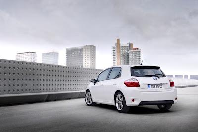 2011 Toyota Auris Hybrid Rear Side View