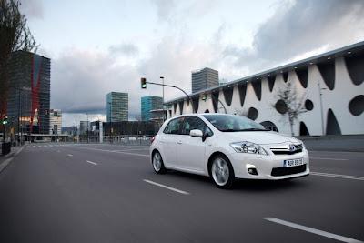 2011 Toyota Auris Hybrid First Drive