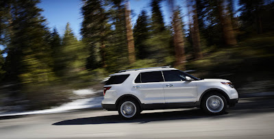 2011 Ford Explorer Side in Motion View