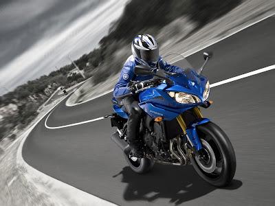2011 Yamaha Fazer8 Action