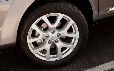 2011 Nissan Rogue Car Wheel