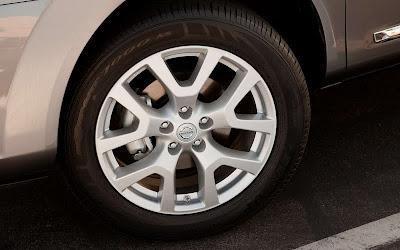 2011 Nissan Rogue Car Wheel