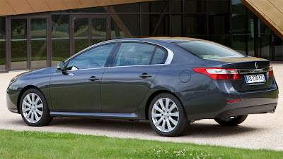 2011 Renault Latitude Rear Side View