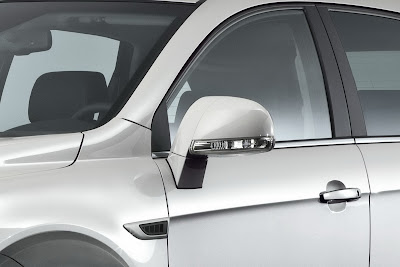 2011 Chevrolet Captiva Side Mirror View