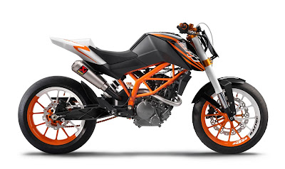 2011 KTM 125 Duke Official Pictures