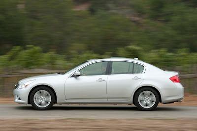 2011 Infiniti G25 Sedan Side Action View