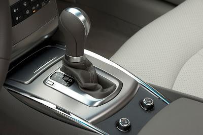 2011 Infiniti G25 Sedan Shifter View