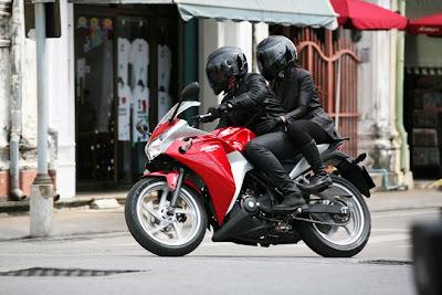 2011 Honda CBR250R Action