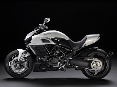 2011 Ducati Diavel Photos
