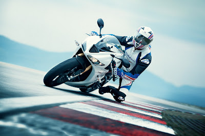2011 Triumph Daytona 675R Official Photos