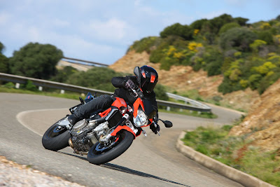 2011 Aprilia Shiver 750 in Action