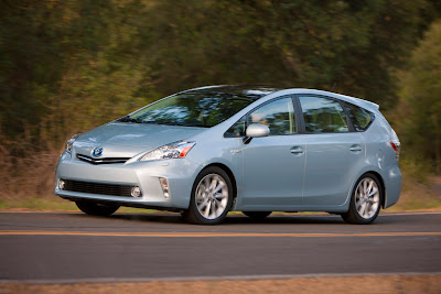 2012 Toyota Prius V Infotainment First Look