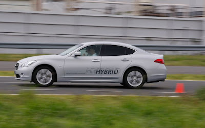 2012 Infiniti M35 Hybrid Side in Motion View