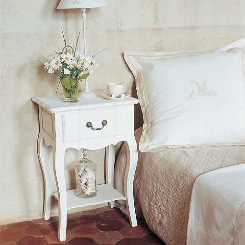 Shabby chic lifestyle approposito di camera da letto for Mesillas de forja ikea