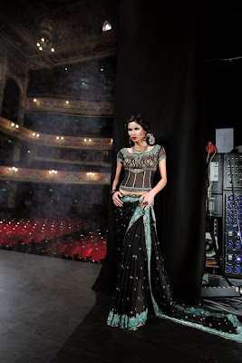 Top Indian Models 2011 with Sleeveless Saree Designs