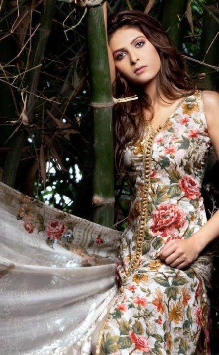 Floral Desgins on Shirt Shalwars, Cute Pakistani Girls in Flower Designed Dresses