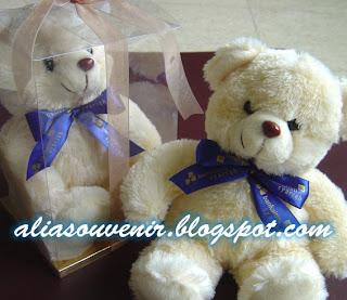 souvenir boneka