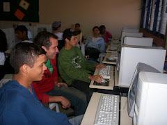 Aulas no Laboratório de Informática.
