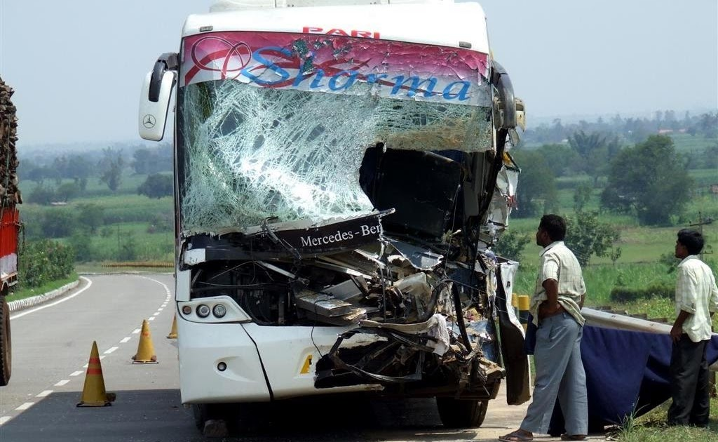 Indian Luxury Buses: Mercedes Benz Bus crash in India