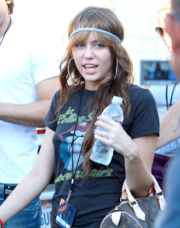 Miley Cyrus Romance Hairstyles Gallery, Long Hairstyle 2013, Hairstyle 2013, New Long Hairstyle 2013, Celebrity Long Romance Hairstyles 2018
