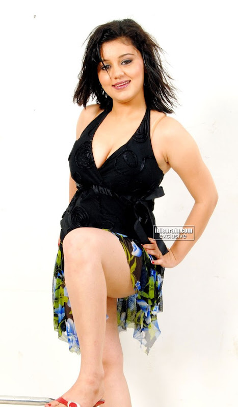 South Indian New Young Hot Actress Sakshi Showing White Sexy Thighs and Deep Cleavage In Different Pose gallery pictures