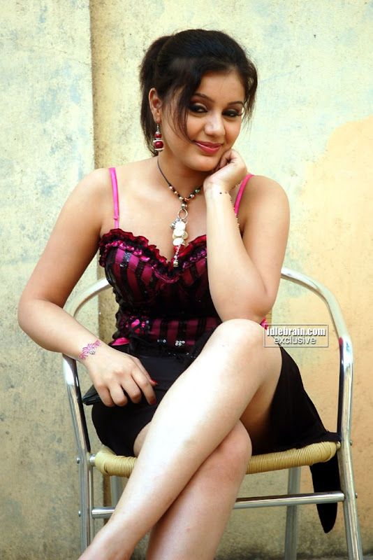 South Indian New Young Hot Actress Sakshi Showing White Sexy Thighs and Deep Cleavage In Different Pose hot images