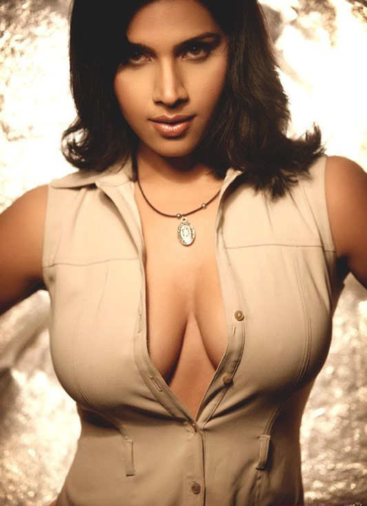 Bollywood Hot and Sexy Neesha Singh Showing Deep Cleavage hot photos