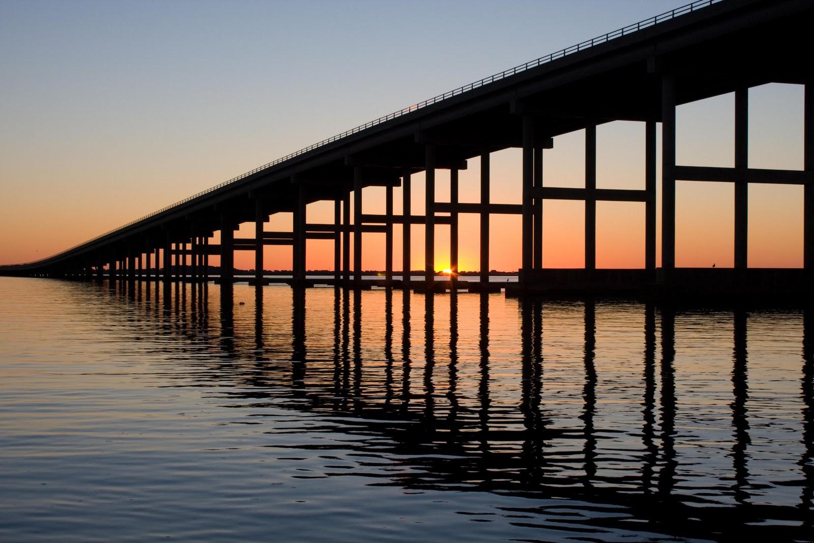 http://1.bp.blogspot.com/_JF7tjRSCGzM/TMS6nuhKFDI/AAAAAAAABAo/-3DGOTyaaFk/s1600/10+23+10+causeway+sunrise.jpg