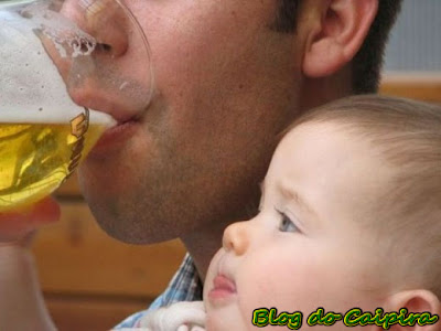 bebe de colo com inveja do pai