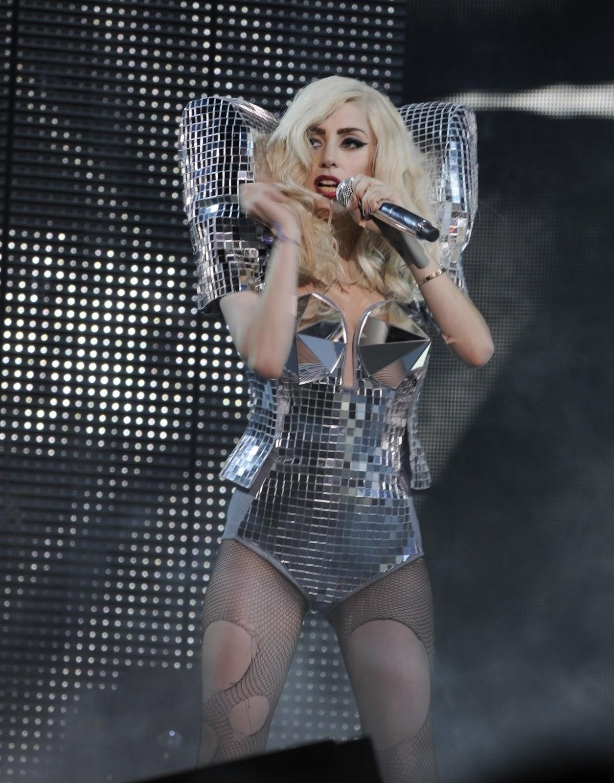 http://1.bp.blogspot.com/_JHRcPMYWdmM/TIfdOjRMvOI/AAAAAAAABSs/Twdlvzxrdo8/s1600/Lady-Gaga-Monster-Ball-Tour-L-A-lad.jpg