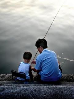 http://1.bp.blogspot.com/_JL9GBFj8wXU/SlYr8oXqrlI/AAAAAAAAAfo/04aKIlf_7YM/s320/texto+educar+filhos.jpg