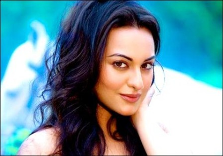 Sonakshi Sinha Hot Wallpapers, Dabangg Actress Sonakshi Sinha Photos, Pics,