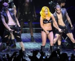 lady gaga e fãs masturbação coletiva show na Croácia